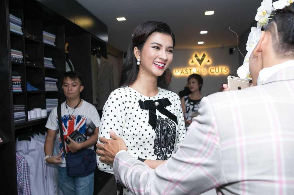 Bang Kieu, Kim Tuyen 'Tuoi thanh xuan' di xich lo den su kien hinh anh 10