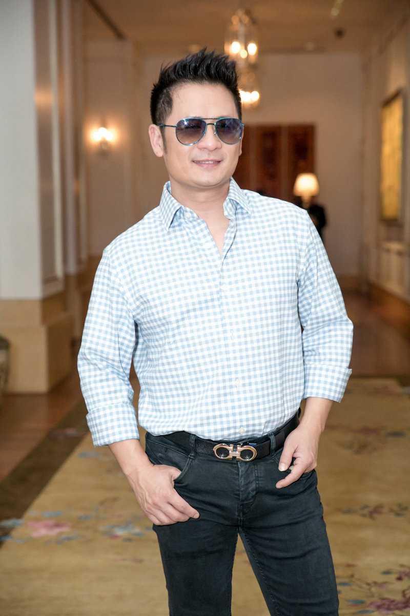 Angela Phuong Trinh dien ao lech vai, khoe ve xinh dep quyen ru hinh anh 1