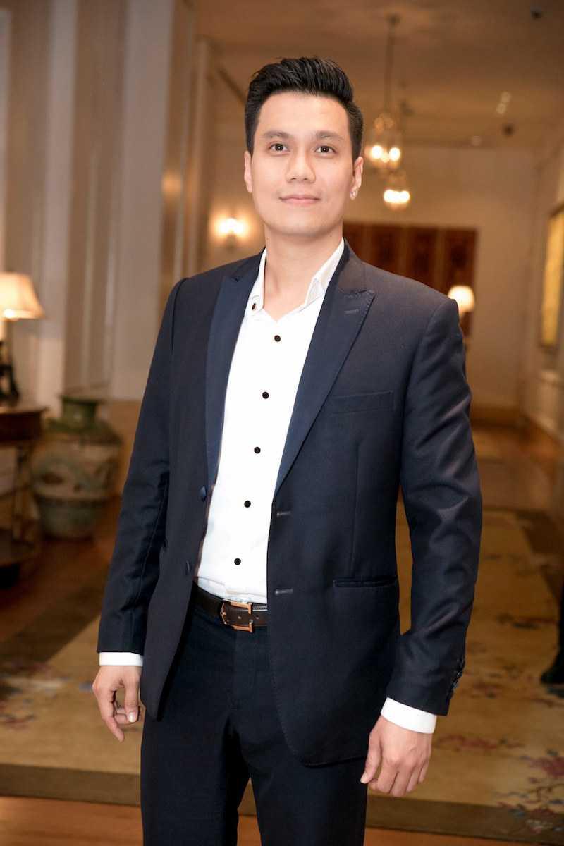 Angela Phuong Trinh dien ao lech vai, khoe ve xinh dep quyen ru hinh anh 4