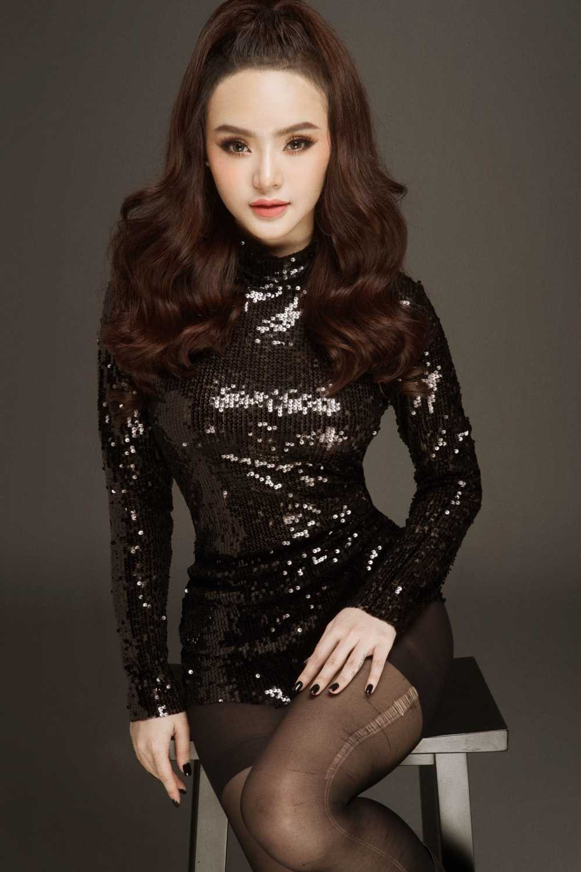 Em gai Angela Phuong Trinh quyen ru voi vay ao mong manh hinh anh 1