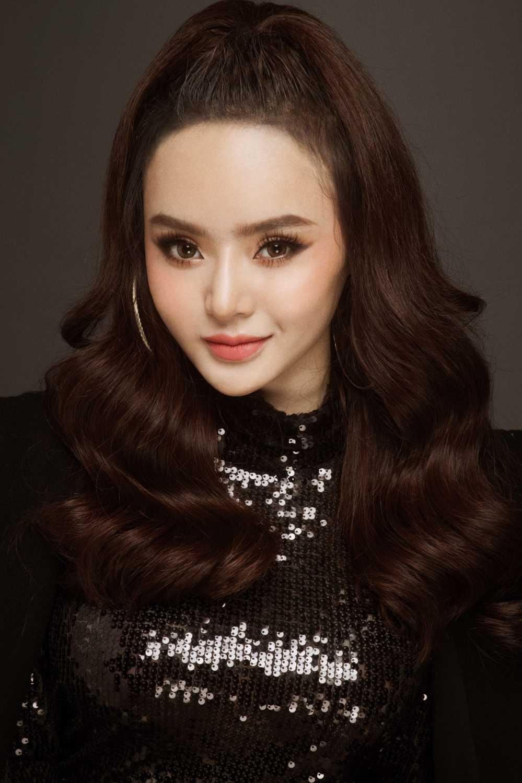 Em gai Angela Phuong Trinh quyen ru voi vay ao mong manh hinh anh 4