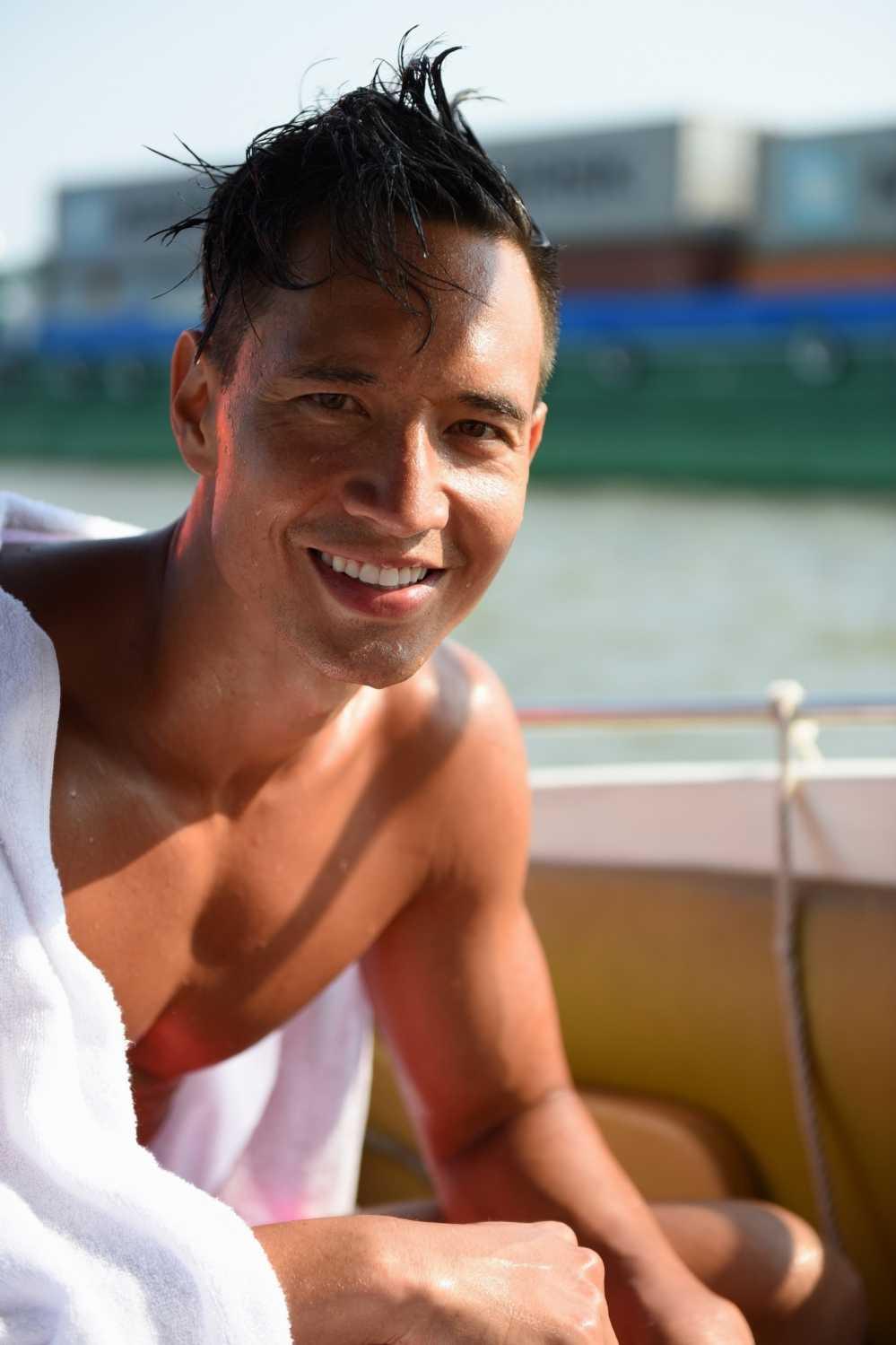 Thai Hoa danh 'vo ngu' hai huoc khong thua Jackie Chan hinh anh 4