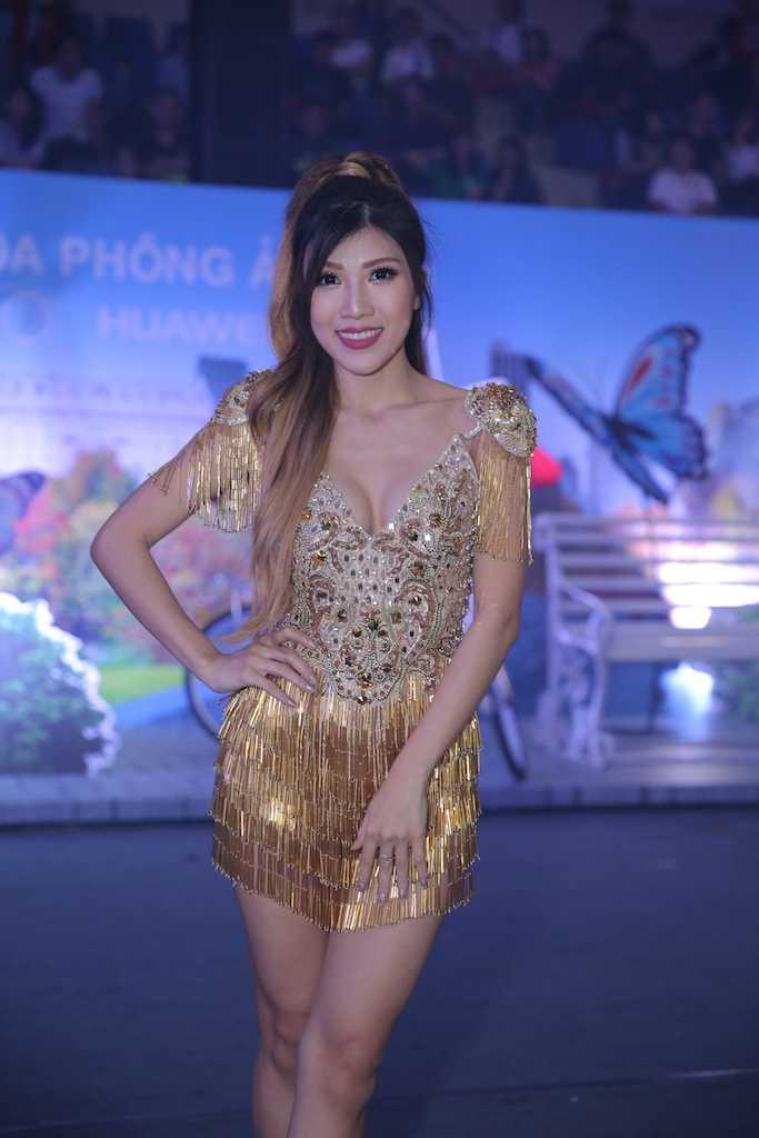 My Tam dien dam om sat, Trang Phap tu tin hat ca khuc gay scandal voi Son Tung hinh anh 9