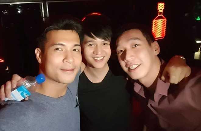 Ban gai cu cuoi chong, Truong The Vinh di nhau voi ban be hinh anh 3
