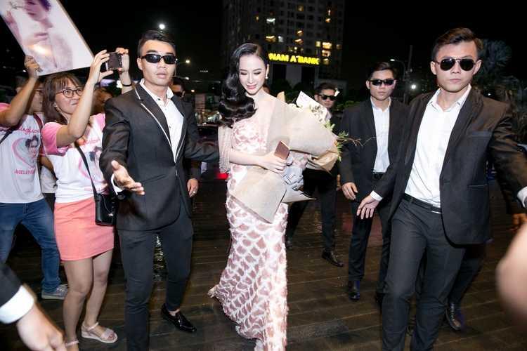 Trinh do 'lam lo' tao scandal ngay cang 'chuyen nghiep' cua Angela Phuong Trinh hinh anh 5