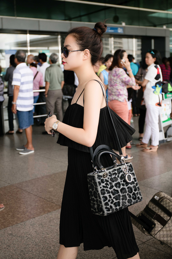 Hoang Thuy Linh kheo tan dung nhan sac sexy kiem tien chuc ty hinh anh 28
