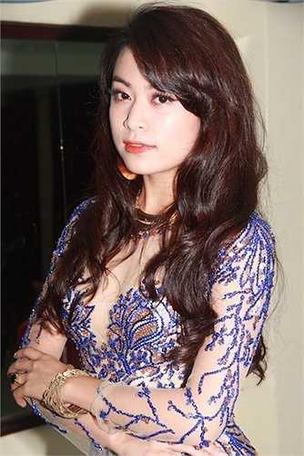 Hoang Thuy Linh kheo tan dung nhan sac sexy kiem tien chuc ty hinh anh 9