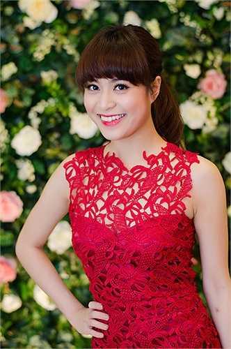 Hoang Thuy Linh kheo tan dung nhan sac sexy kiem tien chuc ty hinh anh 2