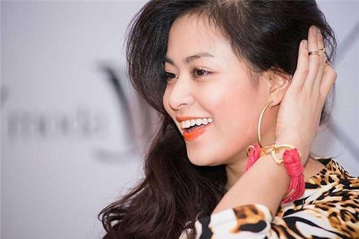 Hoang Thuy Linh kheo tan dung nhan sac sexy kiem tien chuc ty hinh anh 7