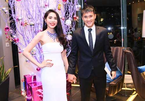 Nhung lan dang dan benh Cong Vinh gay tranh cai cua Thuy Tien hinh anh 5