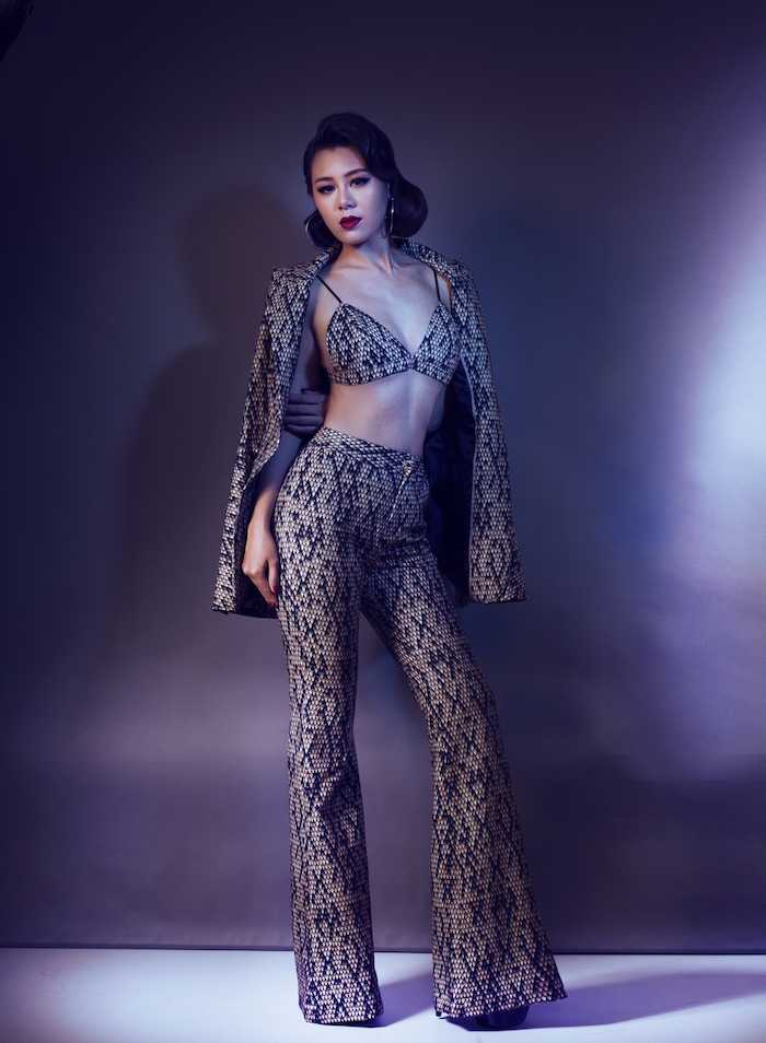 My nu sexy nhat lang hai Viet khoe dang chuan nhu sieu mau voi mot bra-top hinh anh 2