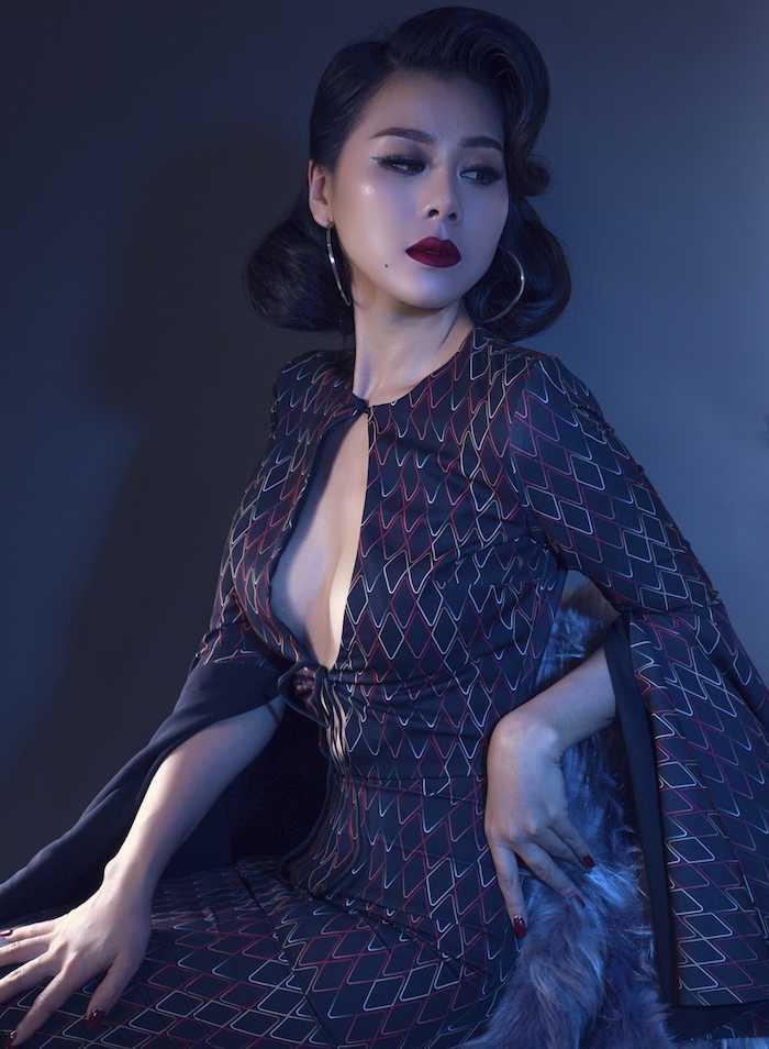 My nu sexy nhat lang hai Viet khoe dang chuan nhu sieu mau voi mot bra-top hinh anh 6
