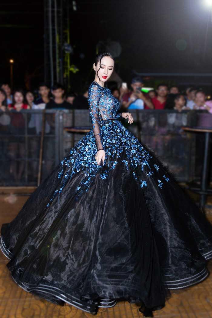 Angela Phuong Trinh xuyen thau khoe vong mot sexy tao bao hinh anh 7
