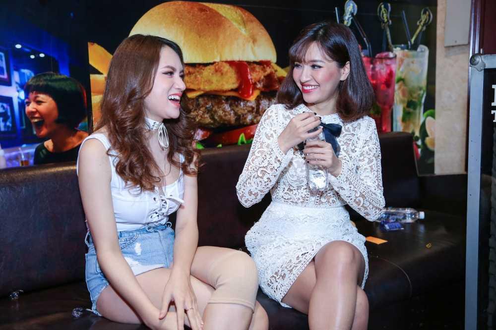 Huong Giang Idol tre nai, do vong mot sexy voi Thuy Top hinh anh 7
