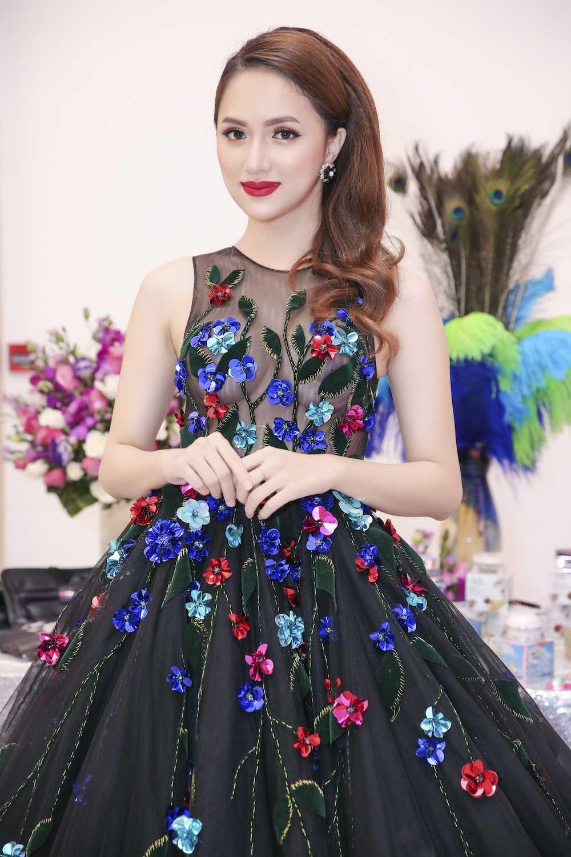 My nhan chuyen gioi Huong Giang Idol dien dam xuyen thau goi cam hinh anh 4