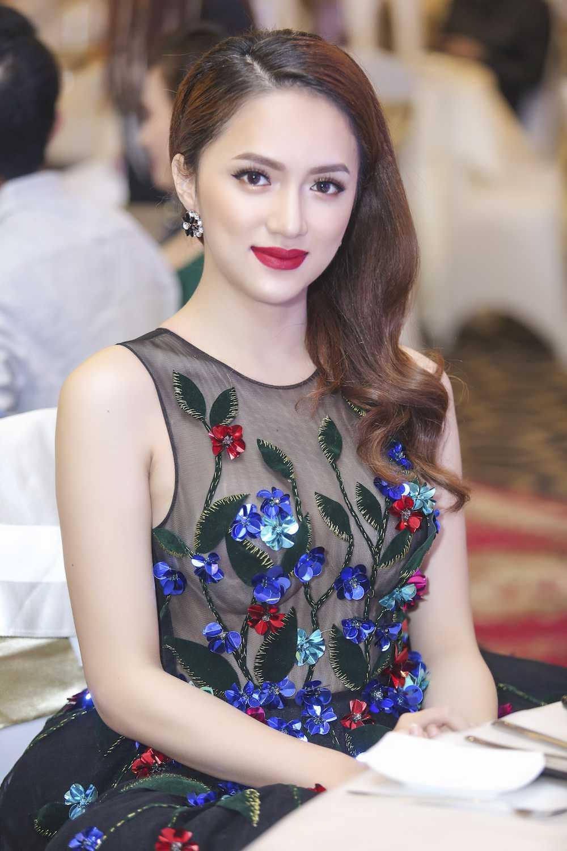 My nhan chuyen gioi Huong Giang Idol dien dam xuyen thau goi cam hinh anh 3