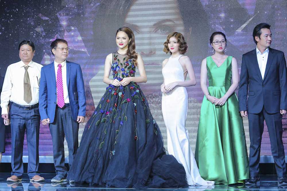 My nhan chuyen gioi Huong Giang Idol dien dam xuyen thau goi cam hinh anh 8