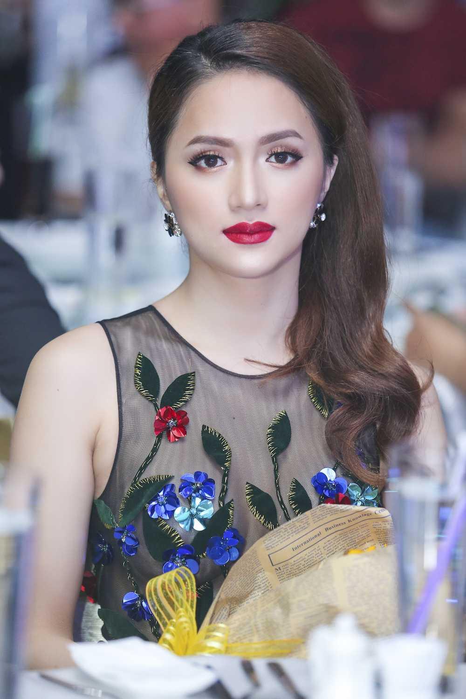 My nhan chuyen gioi Huong Giang Idol dien dam xuyen thau goi cam hinh anh 6