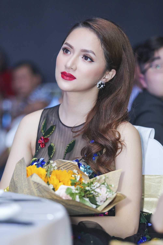My nhan chuyen gioi Huong Giang Idol dien dam xuyen thau goi cam hinh anh 5