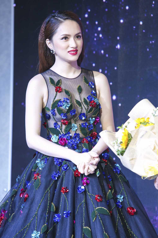 My nhan chuyen gioi Huong Giang Idol dien dam xuyen thau goi cam hinh anh 9