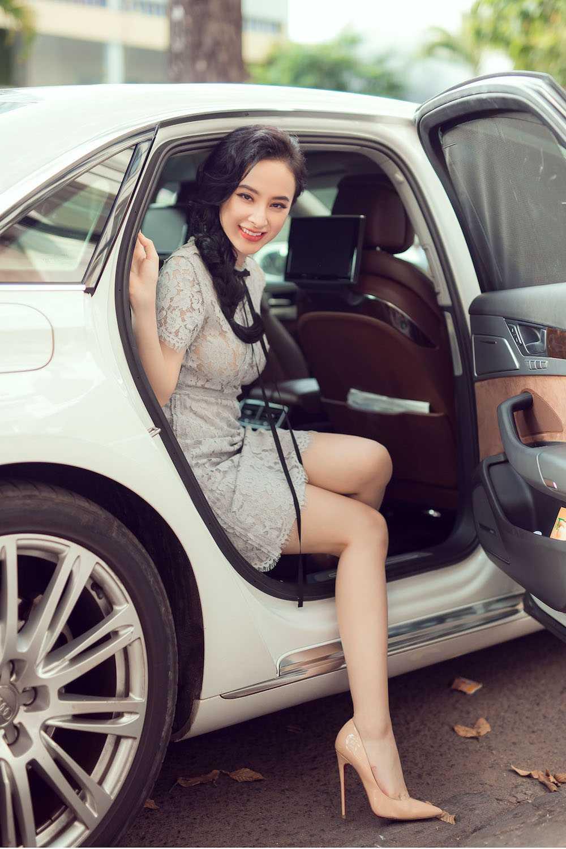 Angela Phuong Trinh nua kin nua ho, do vong mot sexy voi Toc Tien hinh anh 1