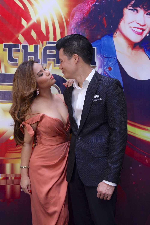 Minh Tuyet qua tao bao, sexy tinh tu ben Quang Dung hinh anh 3