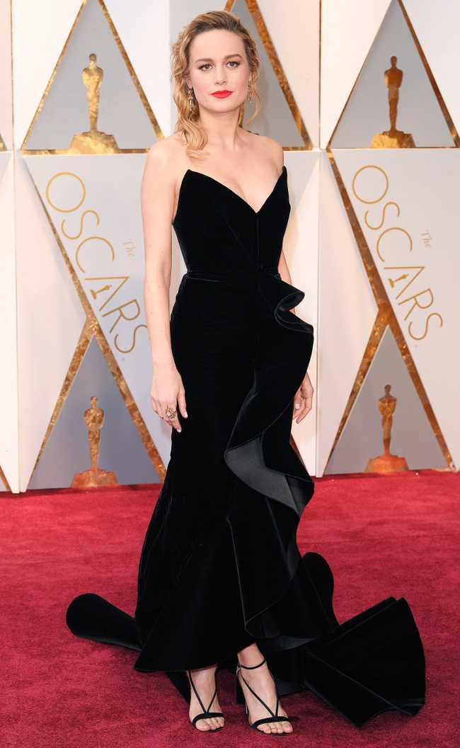Oscar 2017: Thanh Long om thu bong gau truc, Scarlett Johansson khoe vong mot sexy hinh anh 12