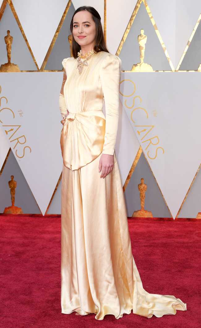 Oscar 2017: Thanh Long om thu bong gau truc, Scarlett Johansson khoe vong mot sexy hinh anh 10