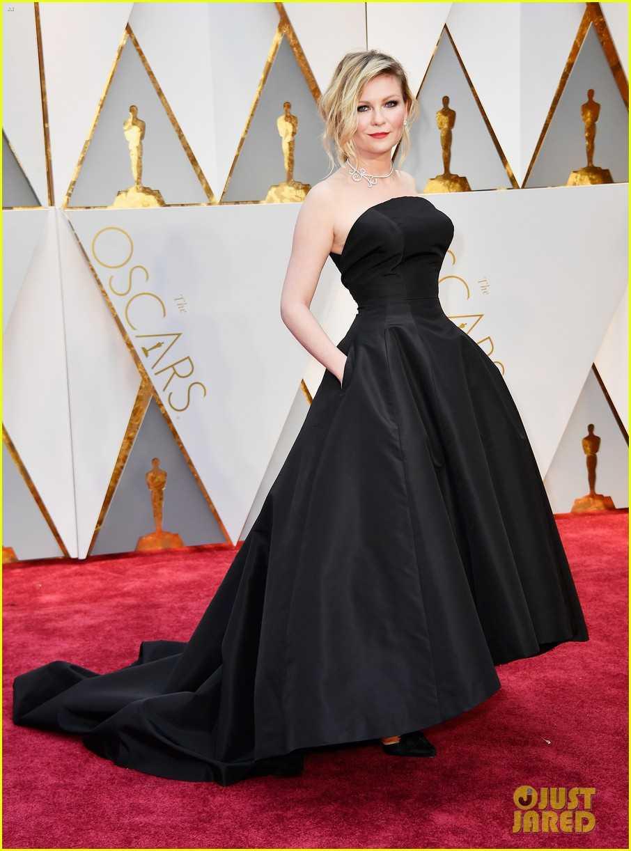 Oscar 2017: Thanh Long om thu bong gau truc, Scarlett Johansson khoe vong mot sexy hinh anh 15