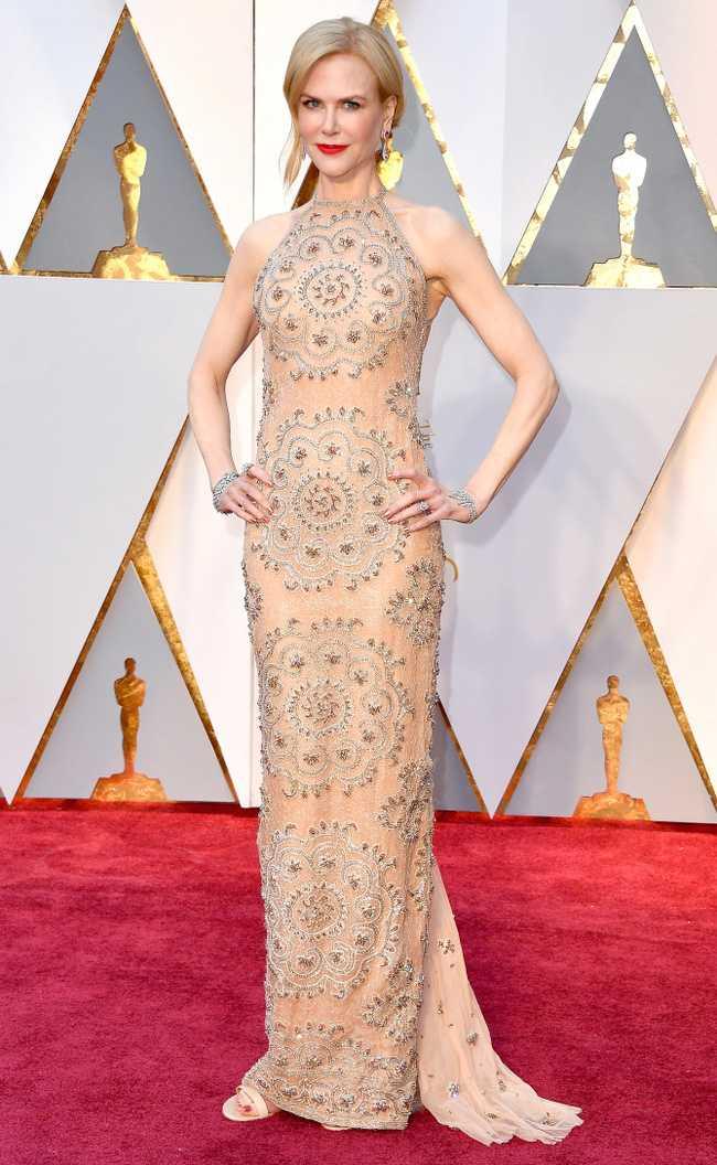 Oscar 2017: Thanh Long om thu bong gau truc, Scarlett Johansson khoe vong mot sexy hinh anh 7