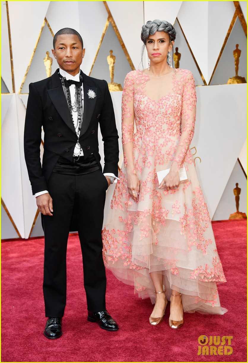 Oscar 2017: Thanh Long om thu bong gau truc, Scarlett Johansson khoe vong mot sexy hinh anh 9