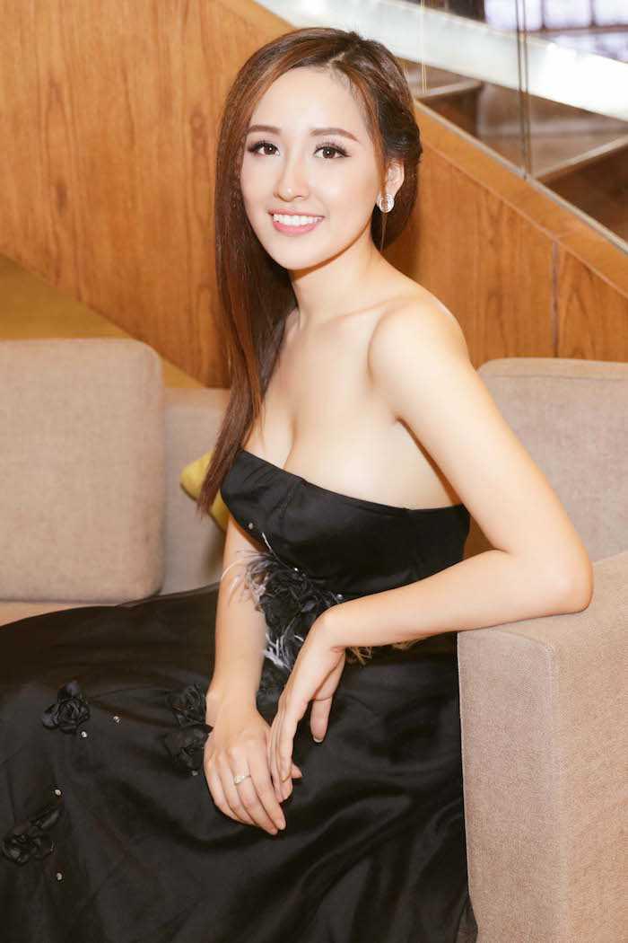 Hoa hau Mai Phuong Thuy dien dam cup nguc tre nai khoe ve sexy hinh anh 4