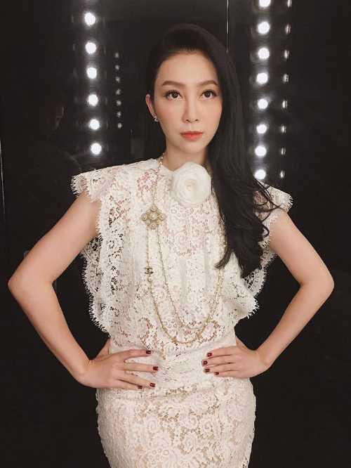 Tran Thanh, Hari Won 'khoa moi' ngot ngao giua hoang hon hinh anh 8