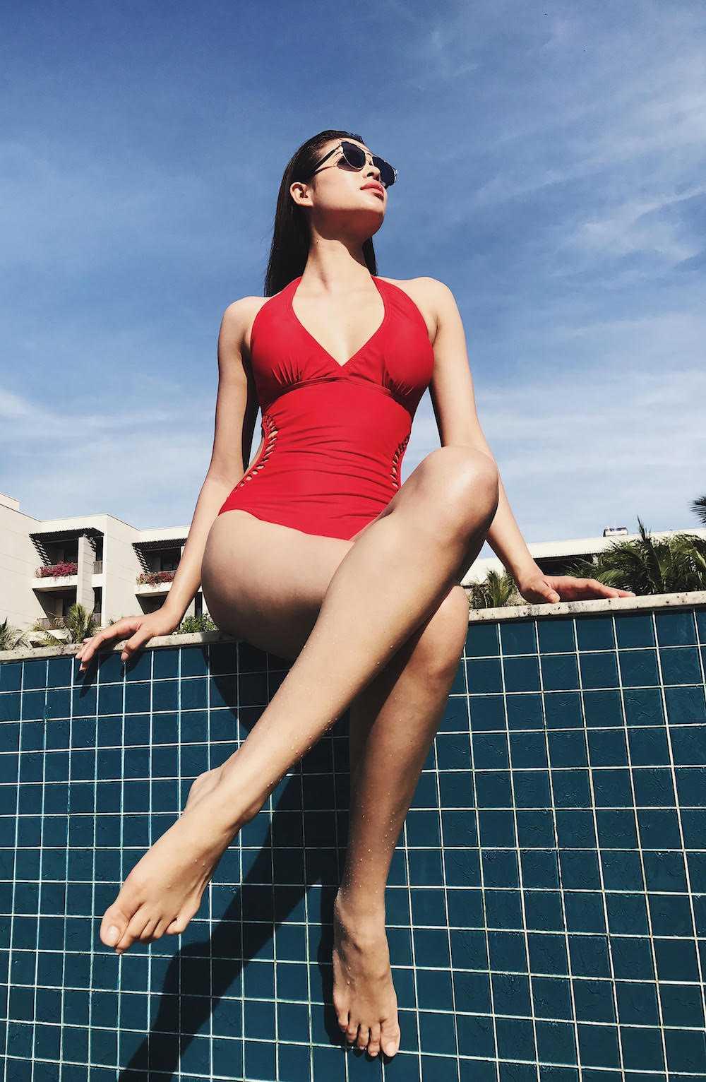 Pham Huong 'nong ray' voi bikini, khoe vong eo 59cm hinh anh 1
