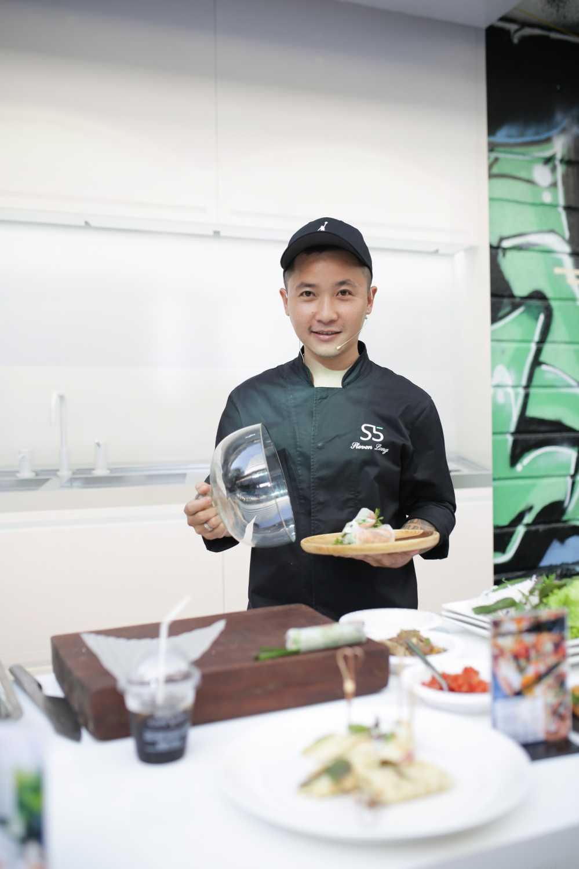 Sau on ao voi Son Tung, stylist Hoang Ku gay 'sot' voi gu thoi trang 'khong giong ai' hinh anh 9