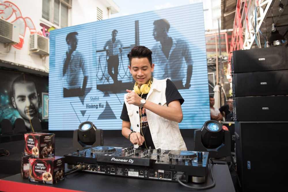 Sau on ao voi Son Tung, stylist Hoang Ku gay 'sot' voi gu thoi trang 'khong giong ai' hinh anh 10