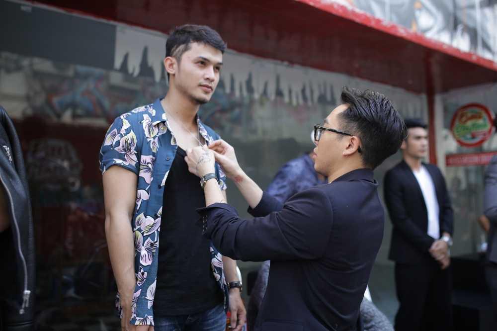 Sau on ao voi Son Tung, stylist Hoang Ku gay 'sot' voi gu thoi trang 'khong giong ai' hinh anh 3