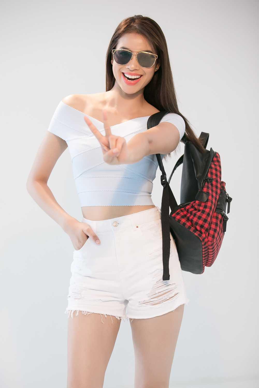 Pham Huong 'nong ray' voi bikini, khoe vong eo 59cm hinh anh 6