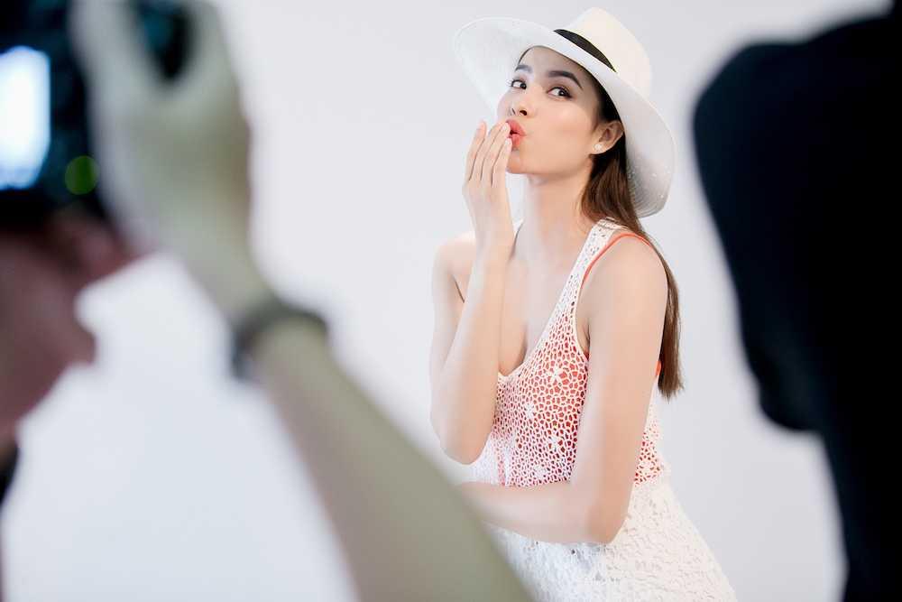 Pham Huong 'nong ray' voi bikini, khoe vong eo 59cm hinh anh 5
