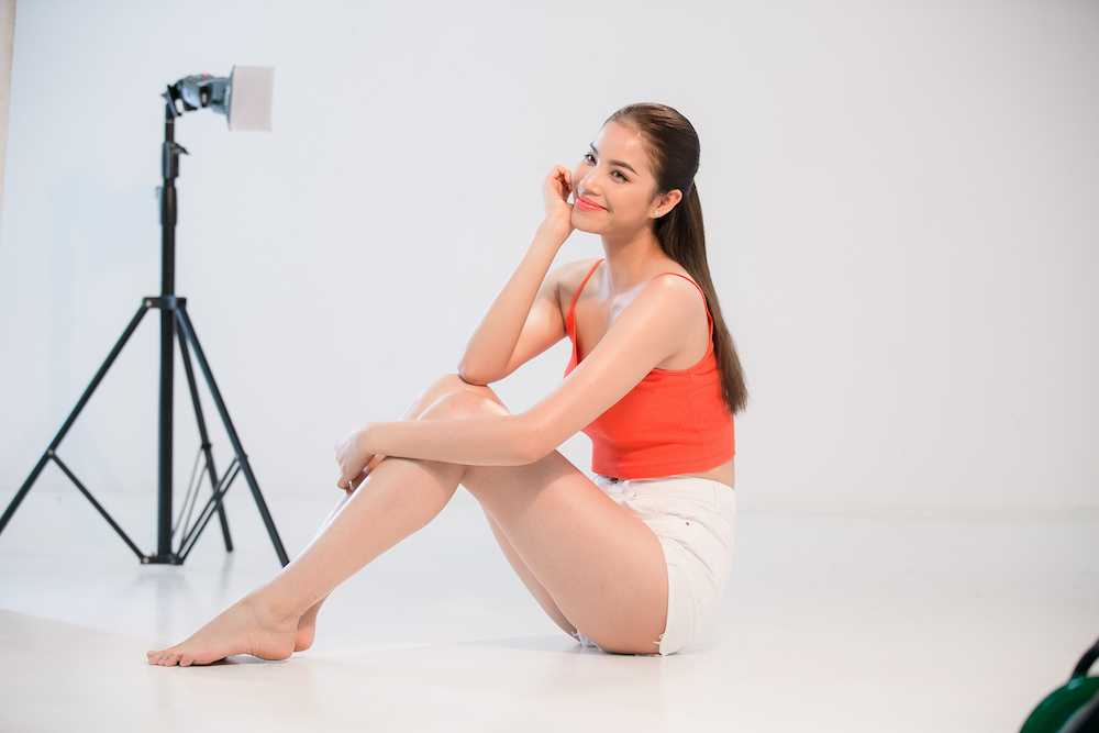 Pham Huong 'nong ray' voi bikini, khoe vong eo 59cm hinh anh 8