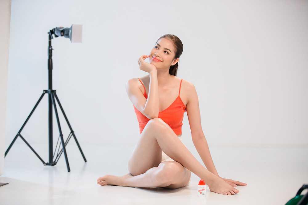 Pham Huong 'nong ray' voi bikini, khoe vong eo 59cm hinh anh 9