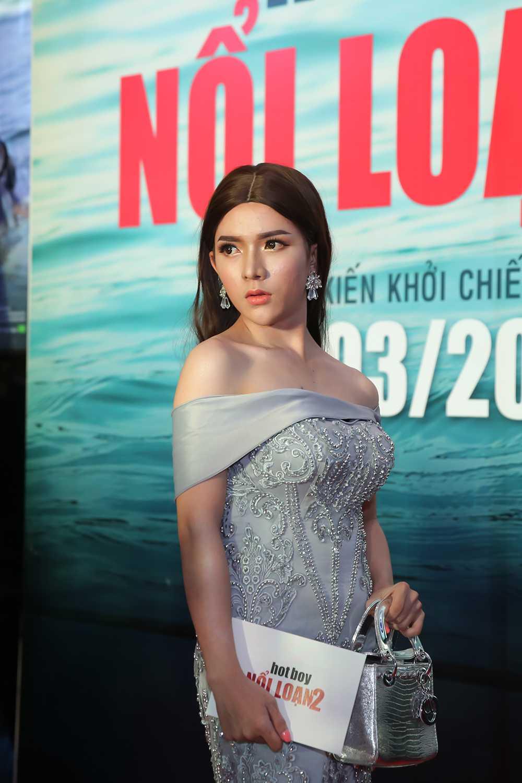 Minh Hang sexy ben 'tinh cu', Lilly Luta meo mo vi phau thuat tham my hinh anh 7