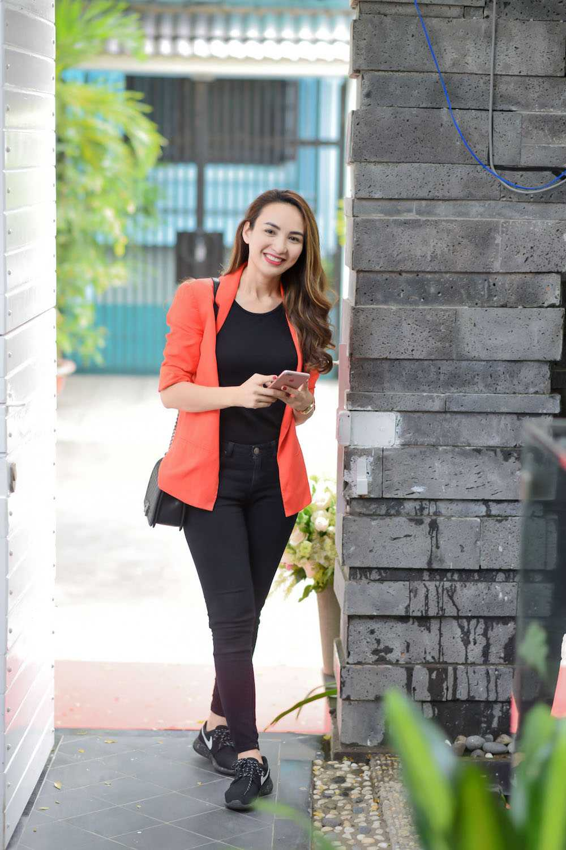 Khanh My 'mac cung nhu khong', lan at Mai Phuong Thuy kin dao hinh anh 2