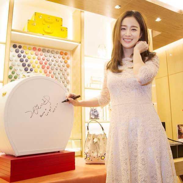 Kim Tae Hee có chòng càng mạn mà, duyen dáng hinh anh 1