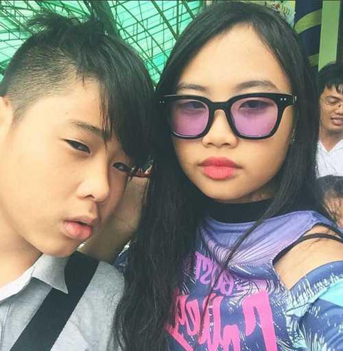 Phuong My Chi sexy, gia dan hon han Ho Van Cuong du ca hai bang tuoi nhau hinh anh 4