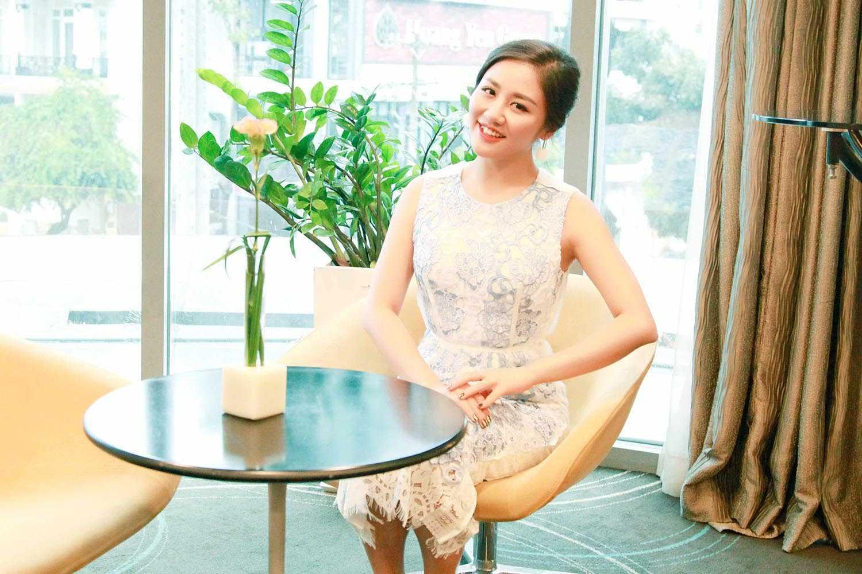 Video: Van Mai Huong lan dau hat 'Fly me to the moon' tai su kien hinh anh 1