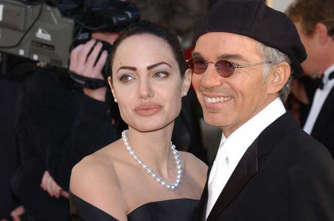 Hau ly hon, Angelina Jolie 'nhom lai ngon lua tinh' voi chong cu nghien ngap hinh anh 1