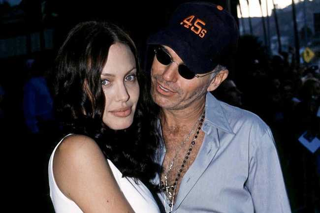 Hau ly hon, Angelina Jolie 'nhom lai ngon lua tinh' voi chong cu nghien ngap hinh anh 2
