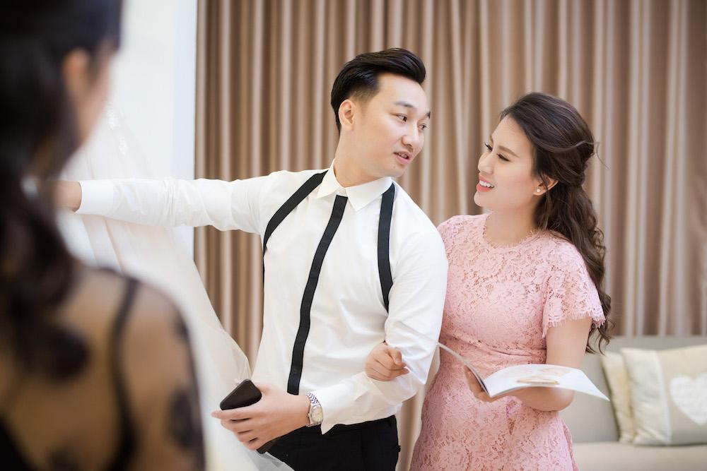 MC Thanh Trung va ban gai quan quyt tinh tu di thu vay cuoi hinh anh 4