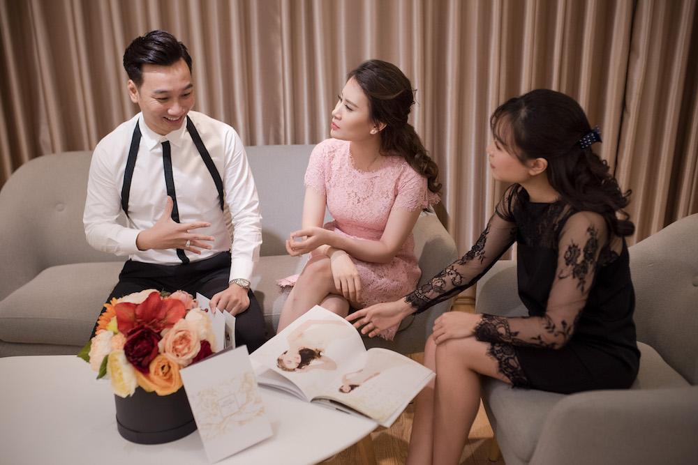 MC Thanh Trung va ban gai quan quyt tinh tu di thu vay cuoi hinh anh 2